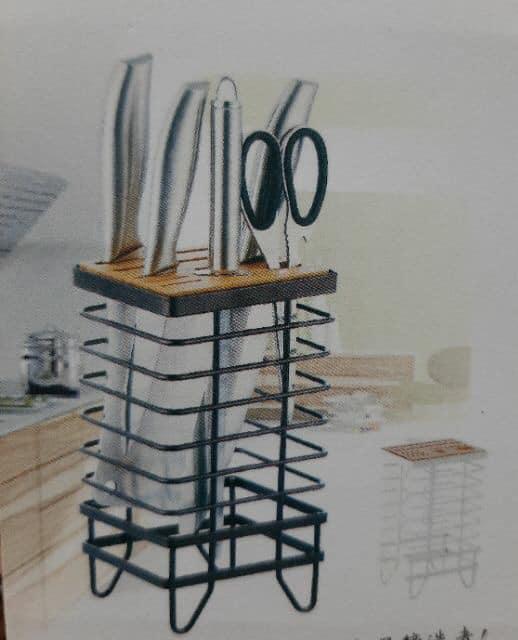 Kệ cắm dao kéo bằng thép đen mặt gỗ cao cấp (màu ngẫu nhiên)