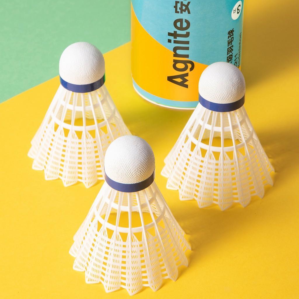 Quả cầu lông trái vũ cầu nhựa Agnite - Hộp 3 quả - Màu vàng/ trắng - Cầu siêu nhẹ siêu bền - Đường cầu bay ổn định - Cảm giác đánh thật - Phù hợp cho thể thao hoạt động gia đình tập thể - Hàng chính hãng- F2211