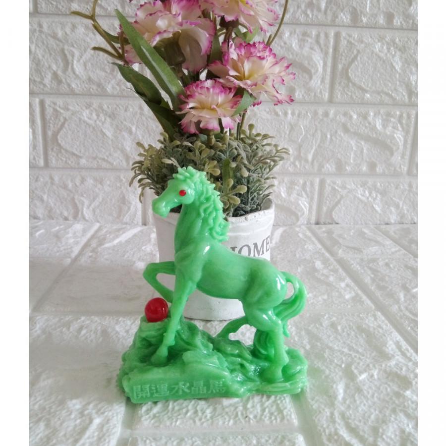 Tượng ngựa đá poly xanh ngọc bích nhũ NXB10