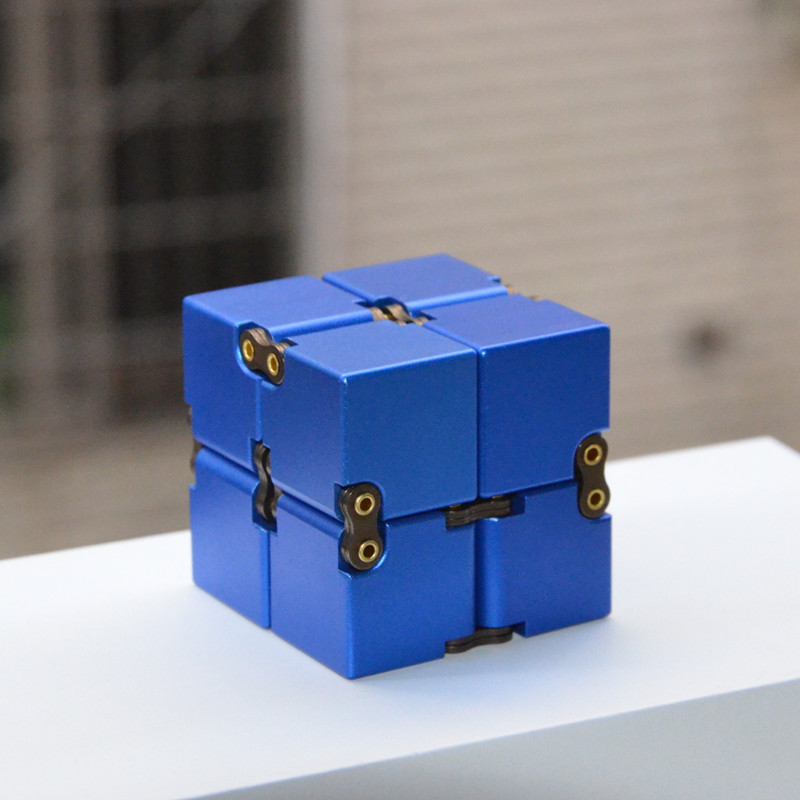 Khối Vuông Infiniti Cube Kim Loại Giúp Tập Trung và Sáng Tạo (màu ngẫu nhiên)
