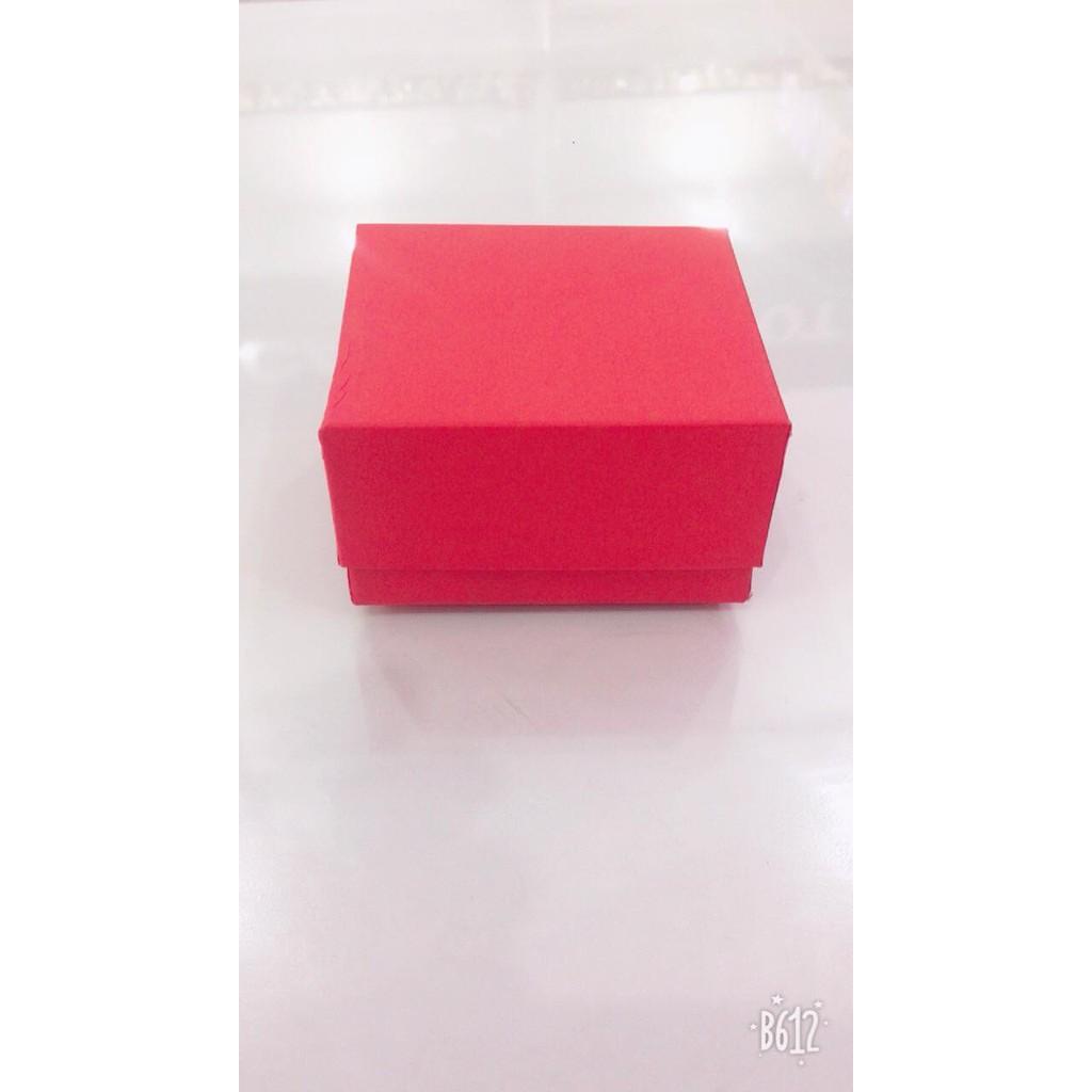 Hộp đựng đồng hồ bằng giấy,có 2 màu đen và đỏ,dùng để đựng đồng hồ hoặc trang sức g55c