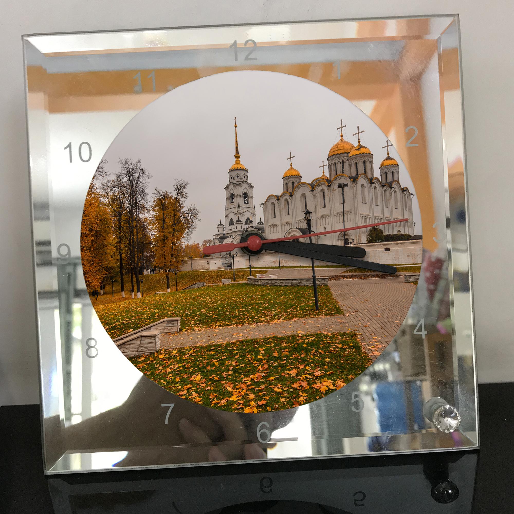 Đồng hồ thủy tinh vuông 20x20 in hình Cathedral - nhà thờ chính tòa (9) . Đồng hồ thủy tinh để bàn trang trí đẹp chủ đề tôn giáo