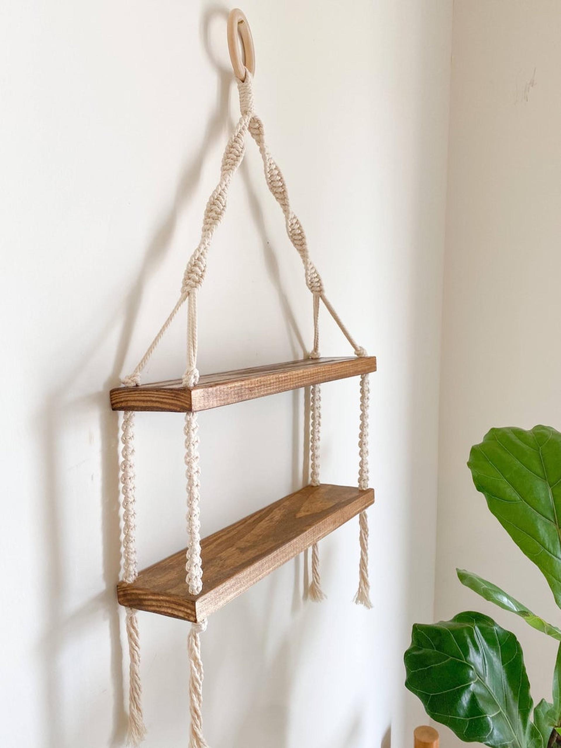 Kệ gỗ trang trí treo tường 2 tầng, kệ tết dây Macramé kết hợp vòng gỗ, KT 40x15cm. 2T18321
