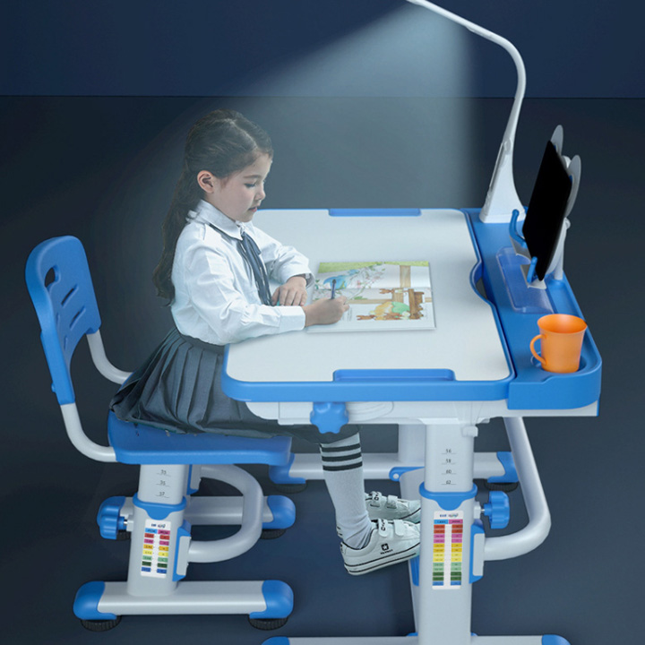 Bàn ghế học sinh chống gù cận R8 có đèn kỹ thuật số - Bàn học thông minh cho bé (kt 56x77cm)