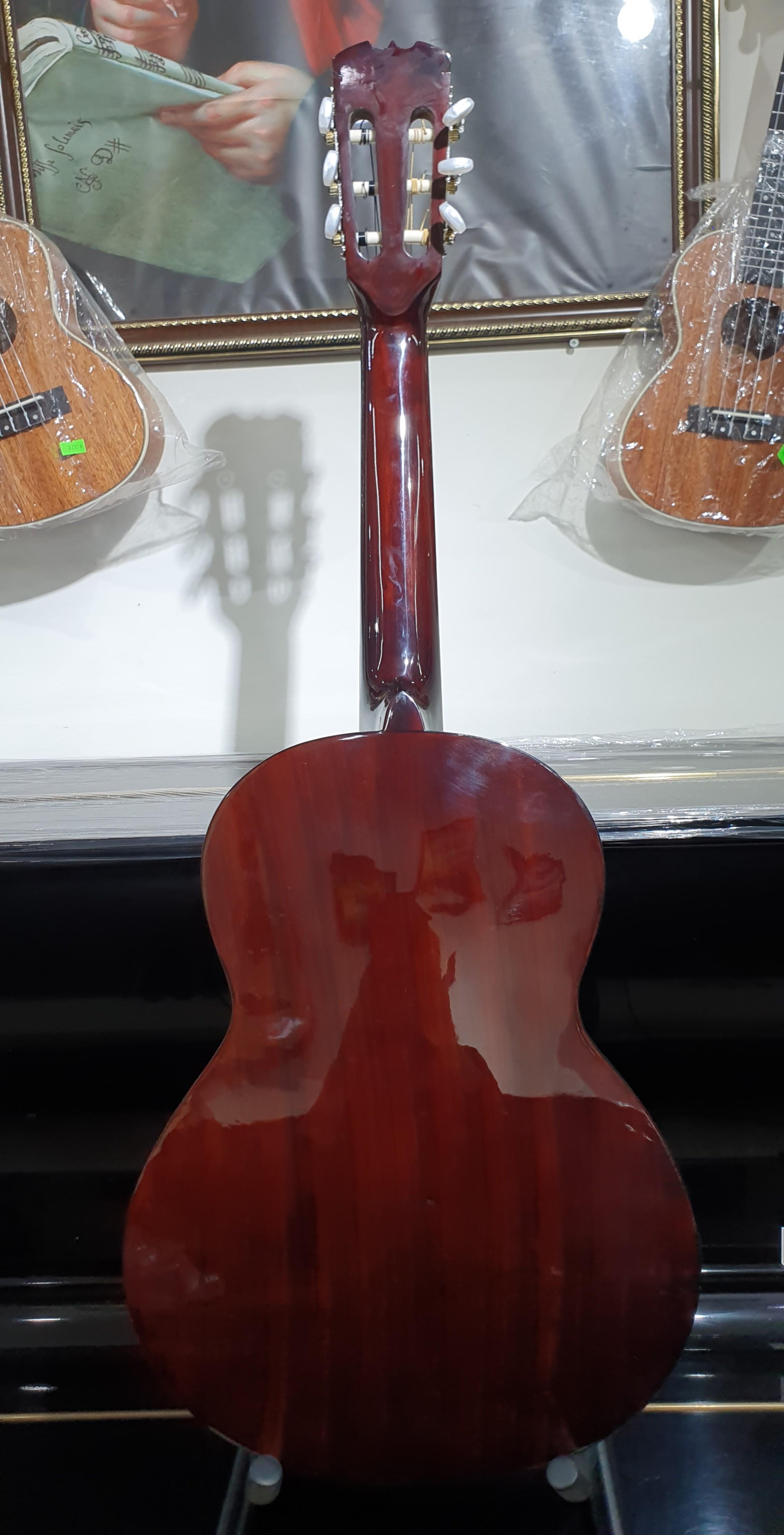 Đàn guitar Classic MKC95, thùng tròn, màu vân gỗ, Việt Nam, kèm bao da 2 lớp, bộ dây