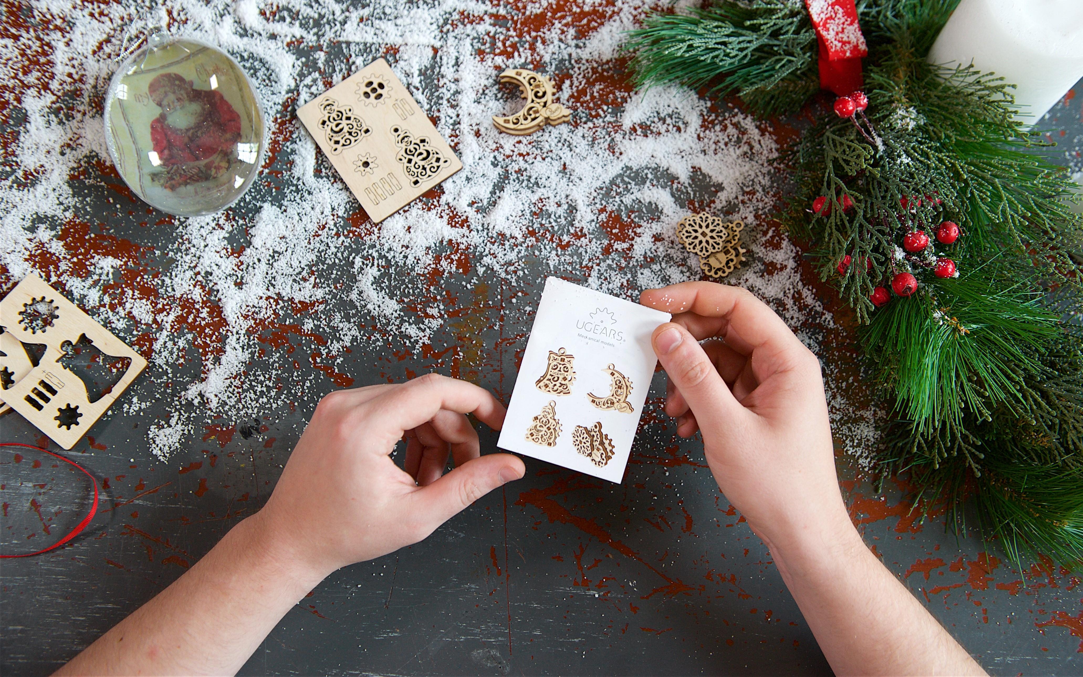 Mô Hình Gỗ Cơ Khí -  U-Fidgets-Gearsmas - Set 4 tấm Trang trí Noel, sản phẩm chính hãng Ugears, nhập khẩu nguyên bộ từ EU, Fidget, DYI