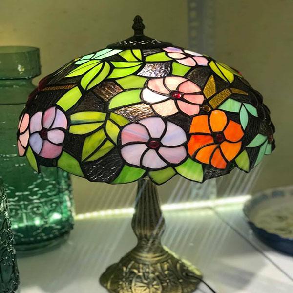 Đèn bàn cao cấp kiểu dáng Tiffany họa tiết hoa lá