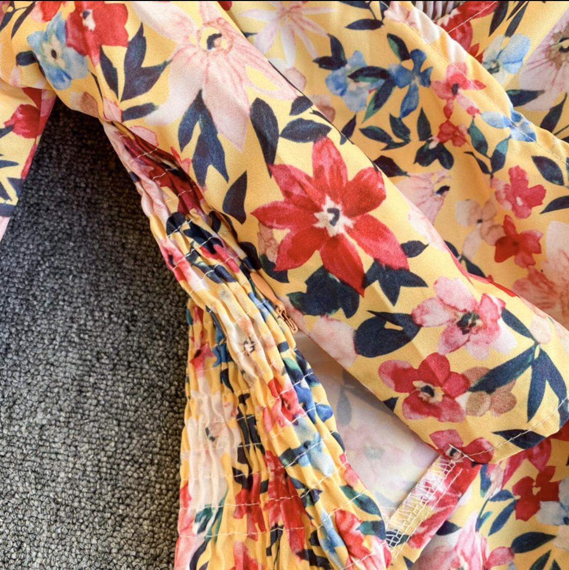 Áo Kiểu Nữ Họa Tiết Hoa Trễ Vai Cổ Chéo Chữ V Tay Ngắn Hơi Phồng Phong Cách Hàn Quốc KR214