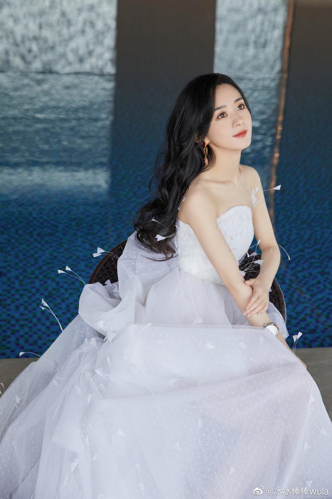 Poster 8 tấm A4 Triệu Lệ Dĩnh diễn viên thần tượng Cpop tranh treo album ảnh in hình đẹp (MẪU GIAO NGẪU NHIÊN)