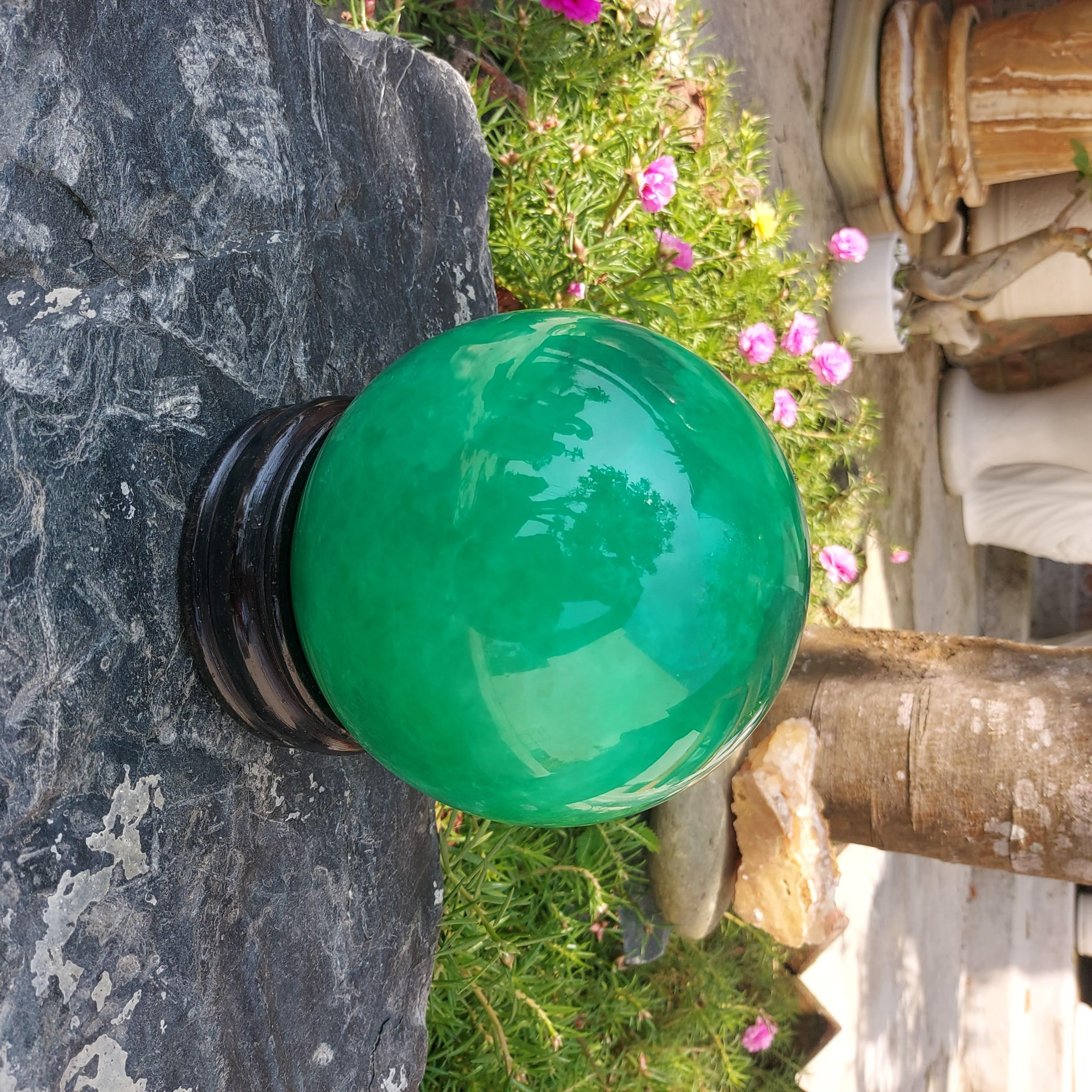 Quả cầu đá thạch anh năng lượng phong thủy màu xanh 12cm