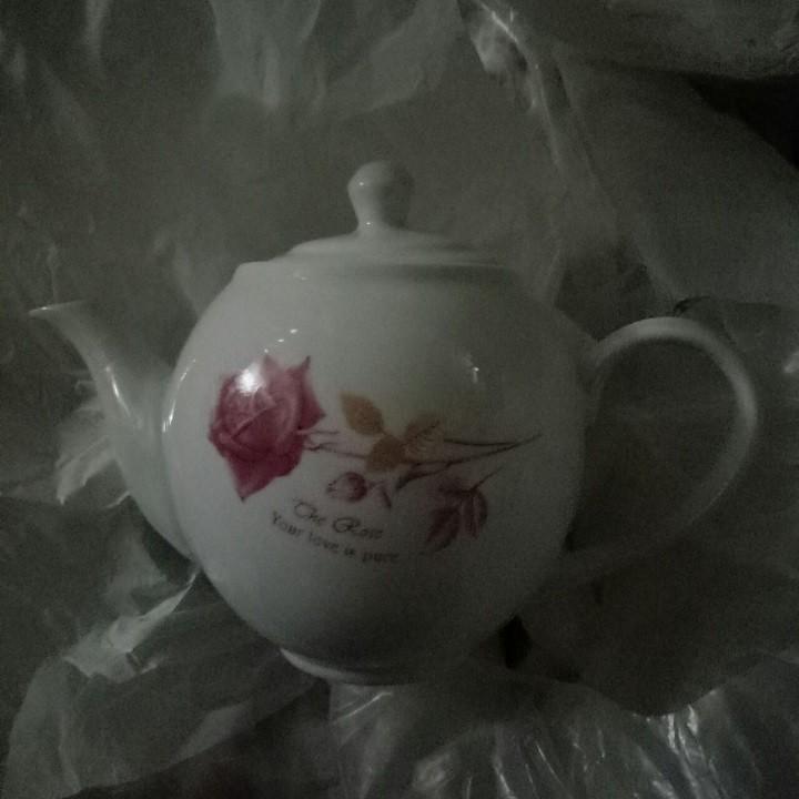 Ấm trà Hoa Hồng sứ trắng đẹp Dung Tích 500 ml