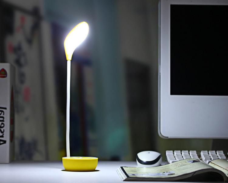 Đèn 13 LED mini để bàn đọc sách, cắm cổng USB Y003( Màu ngẫu nhiên)-( Tặng quạt nhựa mini cắm cổng USB-màu ngẫu nhiên)
