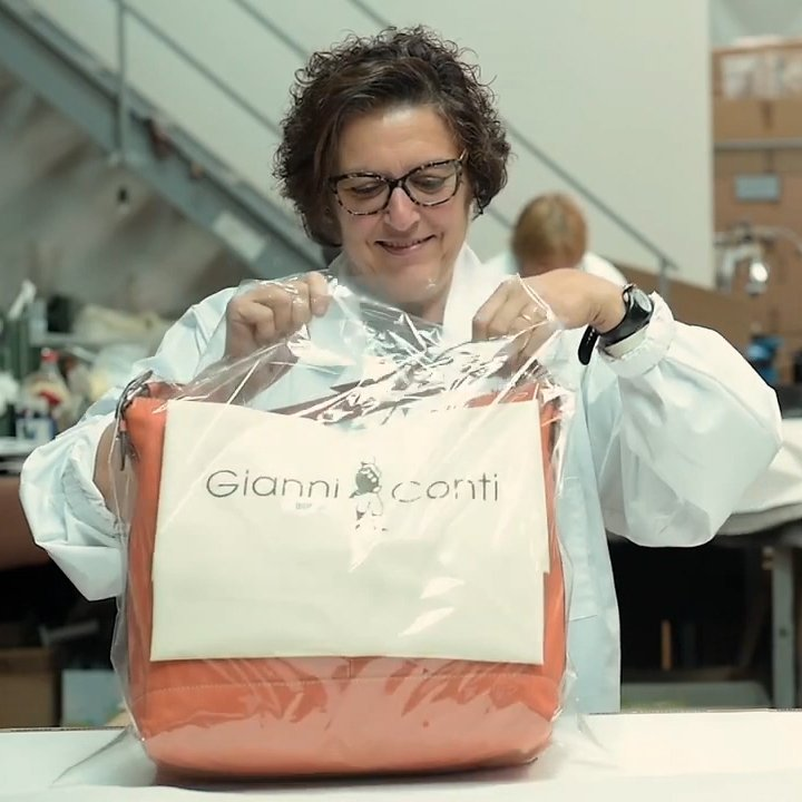 Ví nam Gianni conti Italy 587620MAR - Nâu