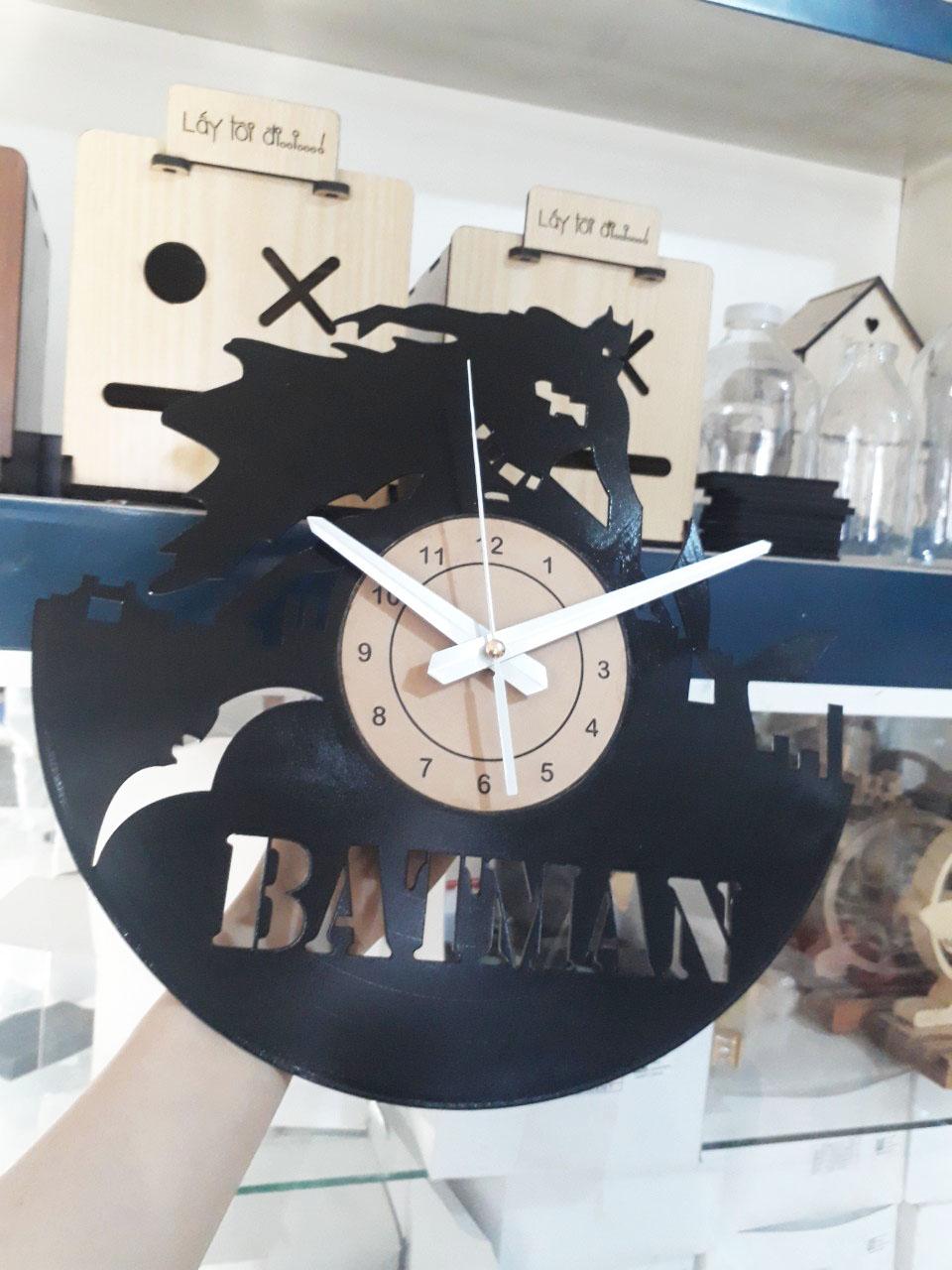 Đồng hồ đĩa than hình BATMAN , sử dụng kim trôi máy êm không gây tiếng động, thích hợp làm quà tặng , trang trí