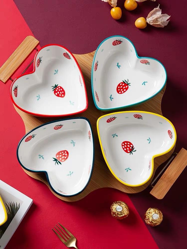 Khay đựng mứt kẹo gốm sứ nghệ thuật LI-KHA0023 – Hình trái tim độc đáo, bắt mắt