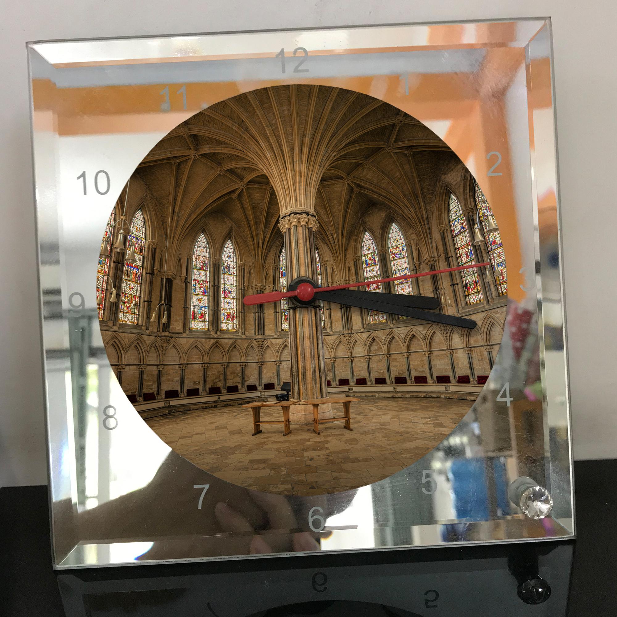 Đồng hồ thủy tinh vuông 20x20 in hình Cathedral - nhà thờ chính tòa (80) . Đồng hồ thủy tinh để bàn trang trí đẹp chủ đề tôn giáo