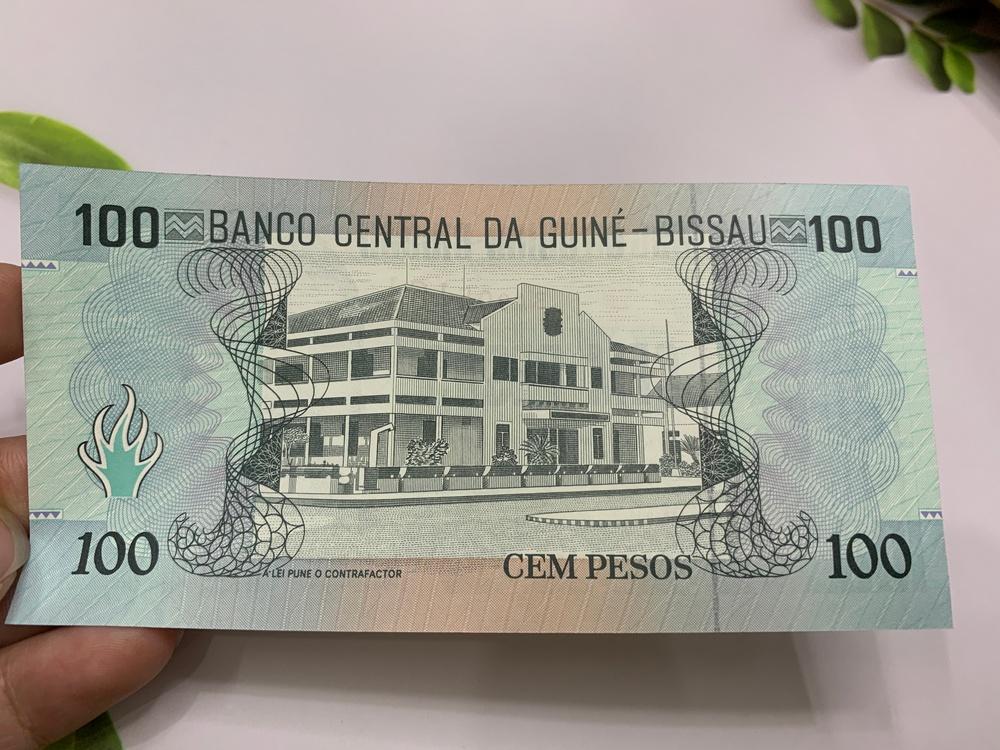 Tiền cổ 100 Francs Guinea Bissau ở châu Phi - tặng phơi nylon bảo quản tiền