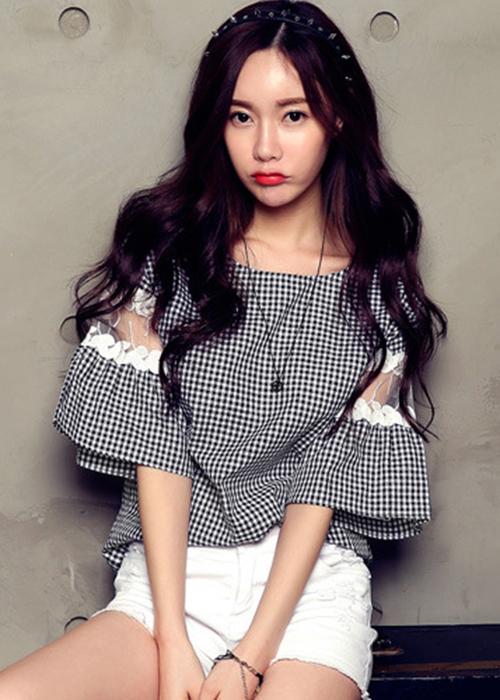 Áo kiểu nữ kẻ caro cổ vuông tay loe dễ thương, chất liệu vải kate mềm mát, thời trang phong cách trẻ