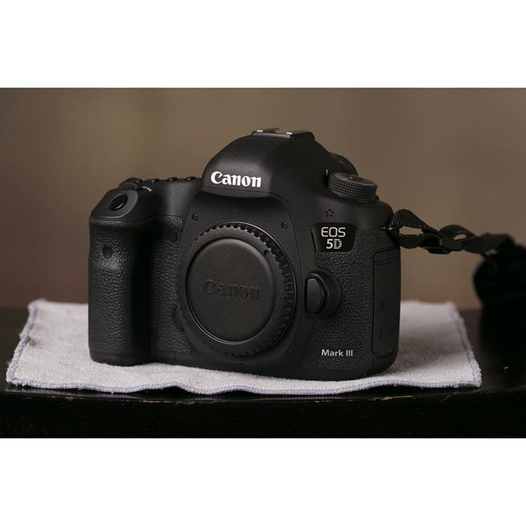 Máy Ảnh Canon 5D Mark III Body - Hàng Chính Hãng (Tặng Thẻ 16GB + Túi Máy + Tấm Dán LCD)