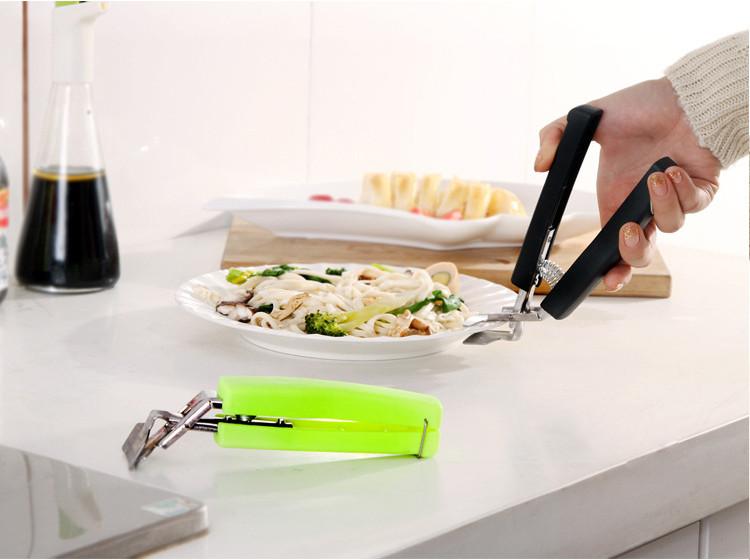 Bộ 2 dụng cụ kẹp bát, đĩa nóng ra khỏi lò vi sóng, hay nồi hấp một cách dễ dàng và chắc chắn 17cm, giao màu ngẫu nhiên+ Tặng kèm móc treo sản phẩm- Dụng cụ gấp nóng chén dĩa