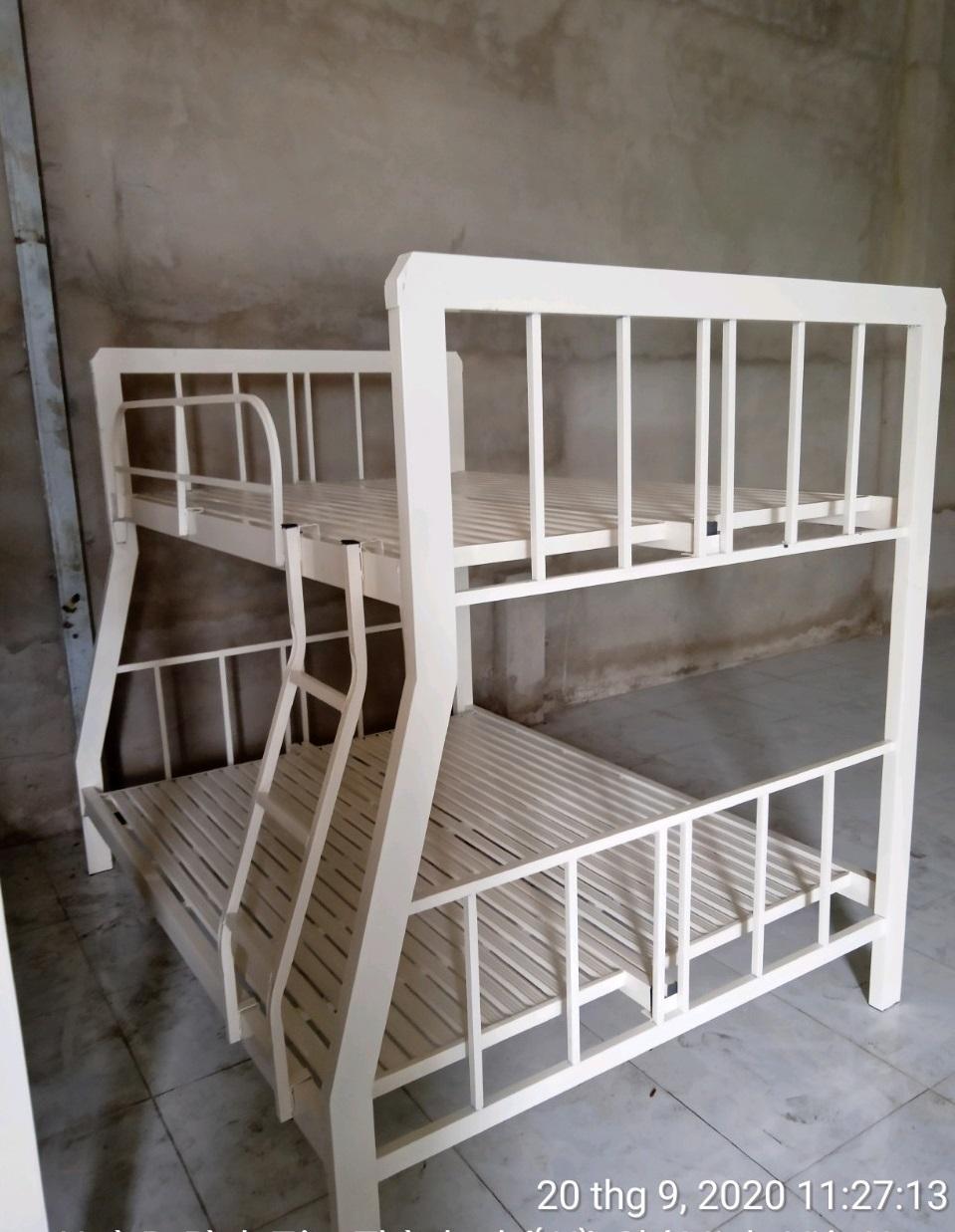 Giường tầng lệch sắt hộp vuông TP NTLG
