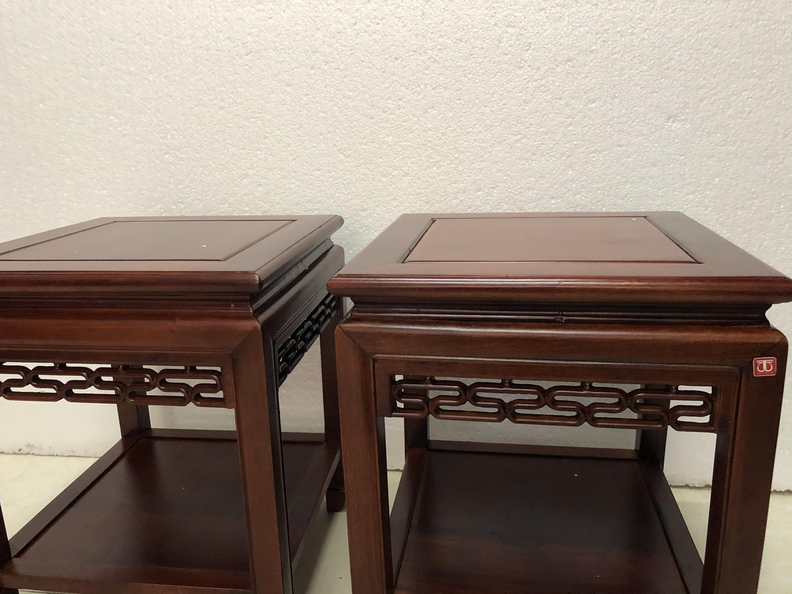 Combo 2 chiếc Đôn vuông gỗ hương mẫu ríc rắc