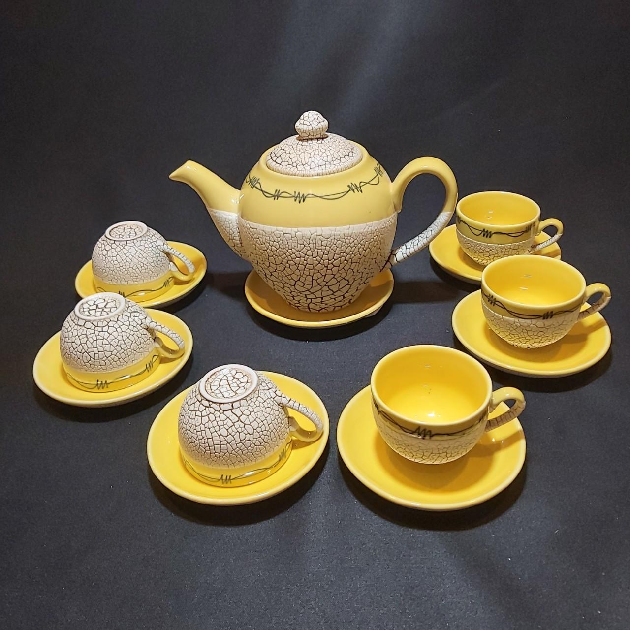 Bộ Ấm Uống trà Bát Tràng mẫu Tròn – Hoa văn nổi sần kiểu đất nẻ cực đẹp – 1 ấm, 6 ly, 7 dĩa – Màu Vàng