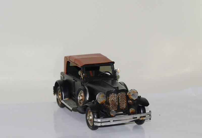 Mô hình xe cổ Châu Âu kim loại trưng bày/ Vintage Metal Car Handmade Decoration (1810D-1124)