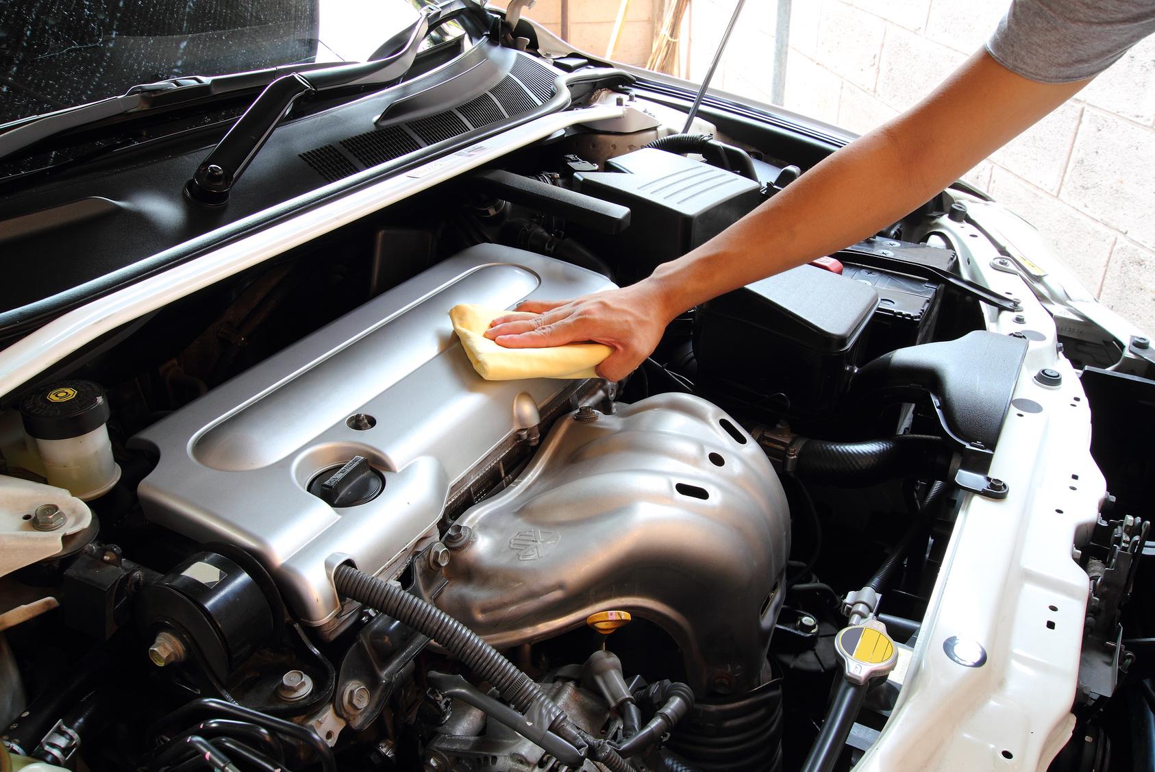 Dung dịch tẩy rửa vệ sinh động cơ ô tô Focar Engine Cleaner 500ml