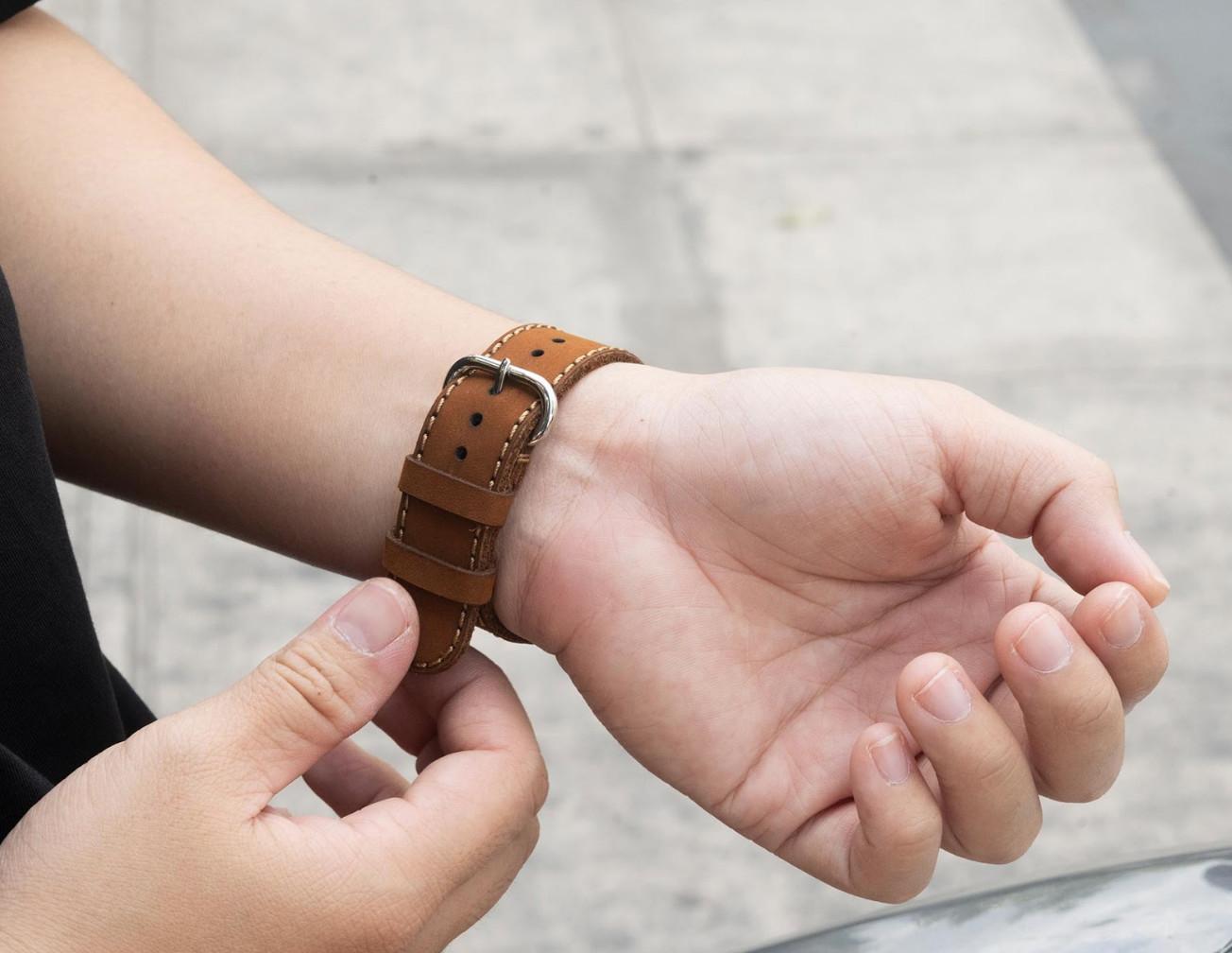 Dây da đồng hồ SEN Apple Watch size 38/40 - CHÍNH HÃNG KHACTEN.COM - NÂU SÁP - 175 - ADAPTER BẠC