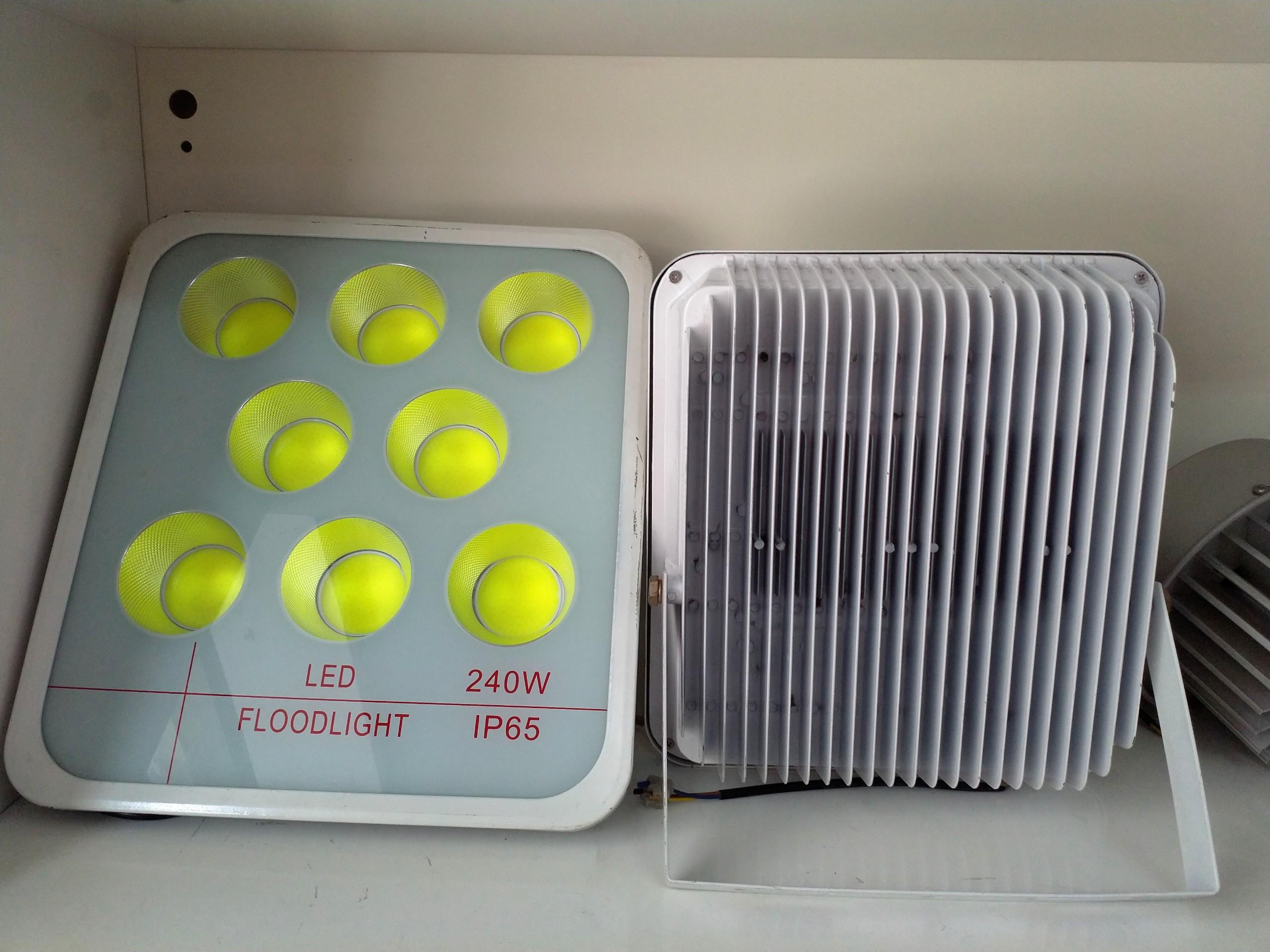 Đèn Pha Led Tụ Quang COB  Vỏ Trắng Công Suất 120W LED FLOODLIGHT Siêu Tiết Kiệm Điện - Ánh Sáng Trắng 6500K