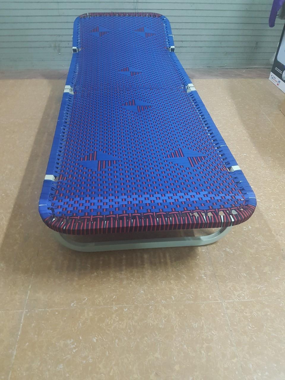 Giường  gấp thư giãn có tựa đầu khung vuông, sơn tĩnh điện (màu ngẫu nhiên)
