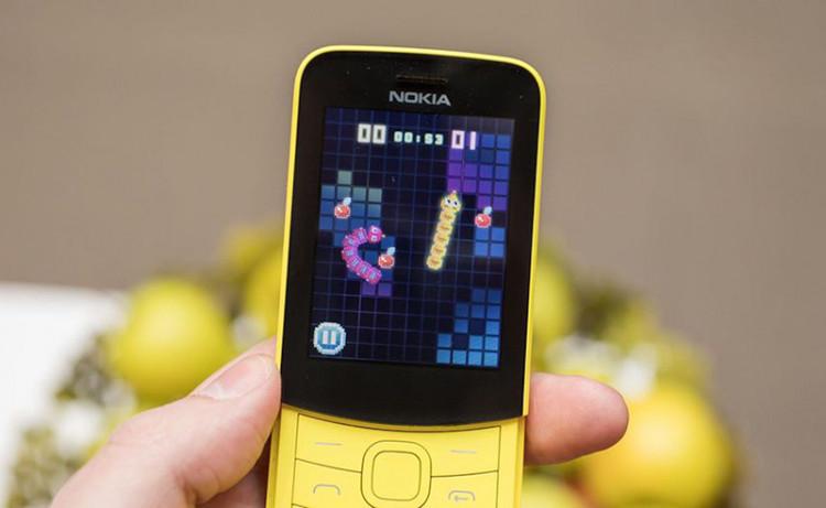 Chơi game trên điện thoại Nokia 8110 4G