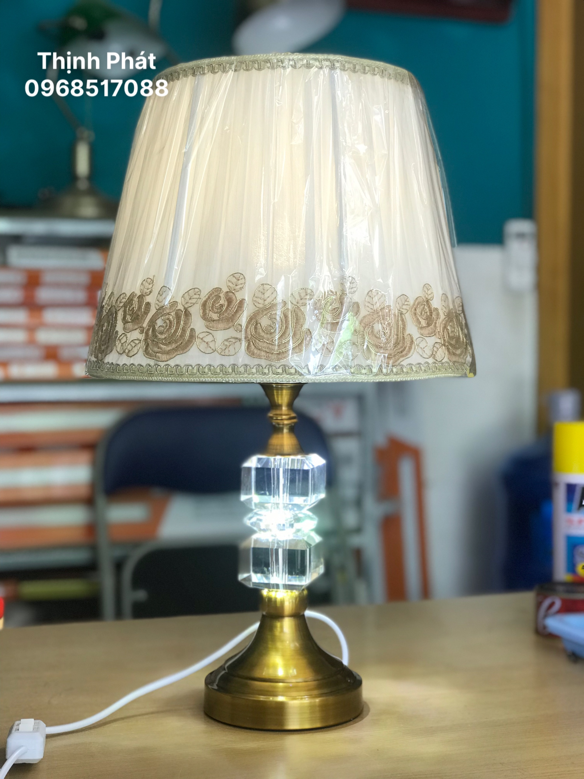Đèn để bàn 2in1 pha lê cao cấp - thân màu đồng - ánh sáng dịu mắt TP251