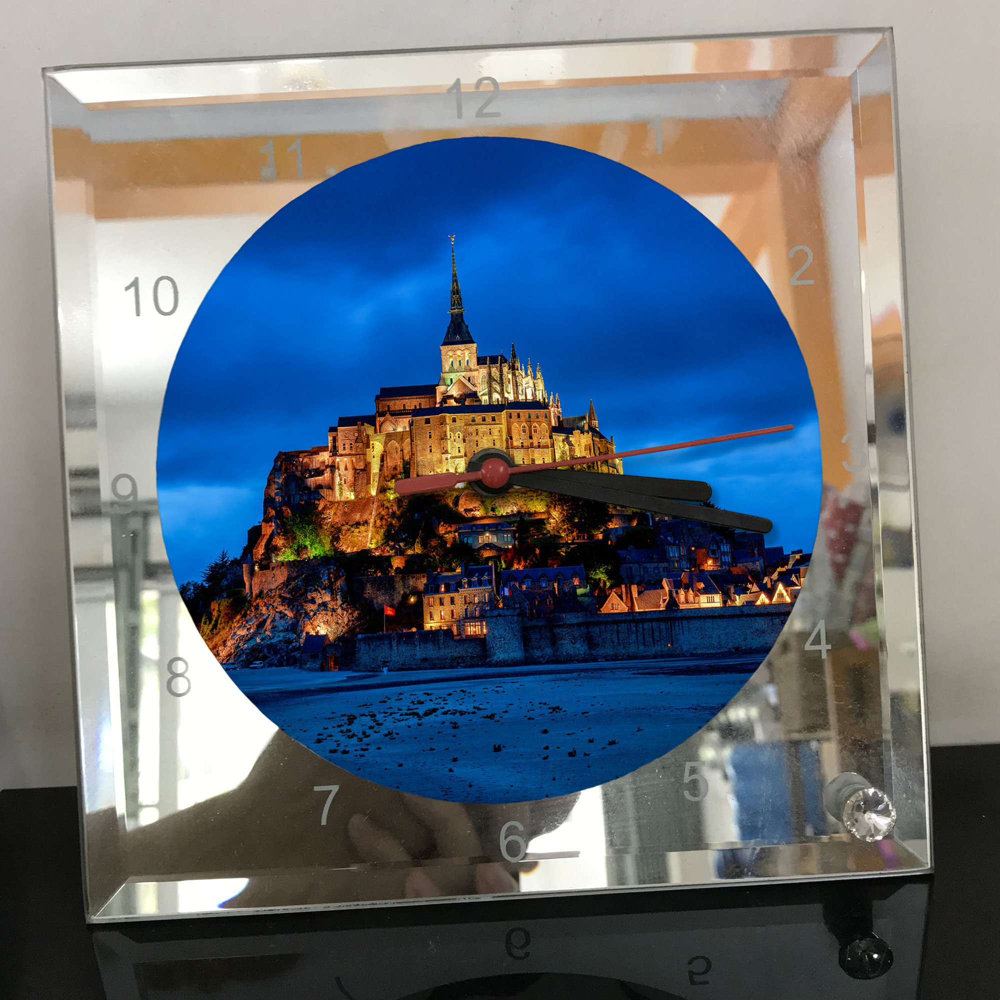 Đồng hồ thủy tinh vuông 20x20 in hình tu viện Mont Saint-Michel (25) . Đồng hồ thủy tinh để bàn trang trí đẹp chủ đề tôn giáo
