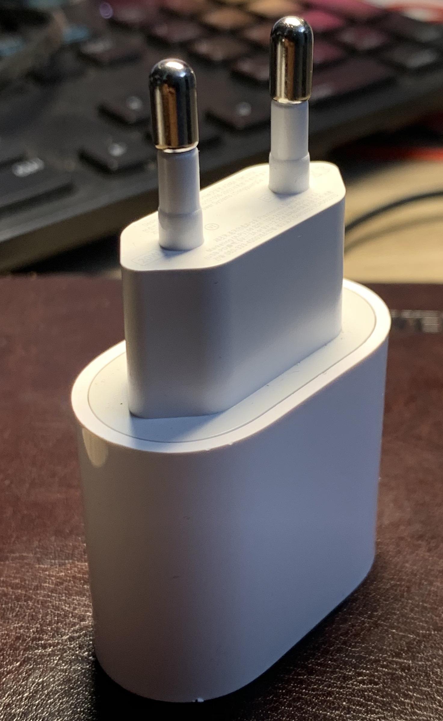 Củ sạc nhanh 20W USB-C Power Adapter PD3.0 dùng cho Iphone 12 Chân tròn