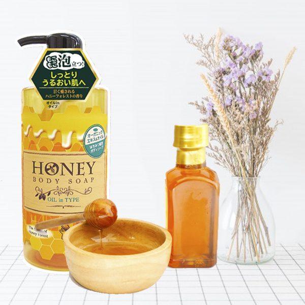 Combo 2 chai sữa tắm trắng da tinh chất mật ong thảo dược Nhật Bản HONEY BODY SOAP OIL IN TYPE ( 500ML)