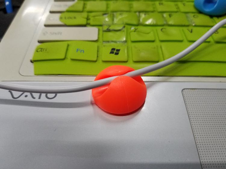 Kính lúp để bàn siêu mini màu ngẫu nhiên ( Tặng 03 nút kẹp cao su giữ dây điện )