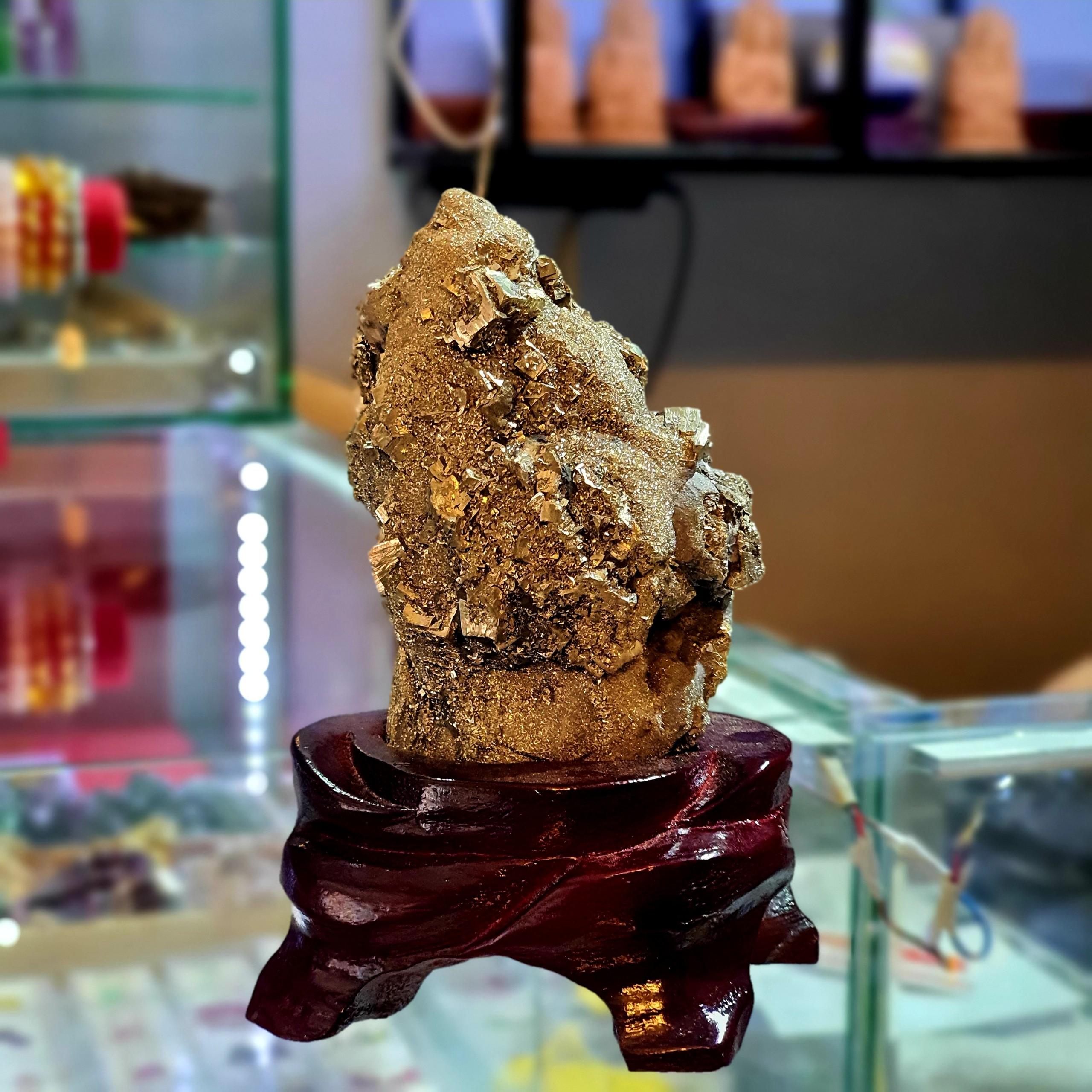 Tinh Thể Đá Vàng Găm Thiên Nhiên ( Pyrit ) – DTB003