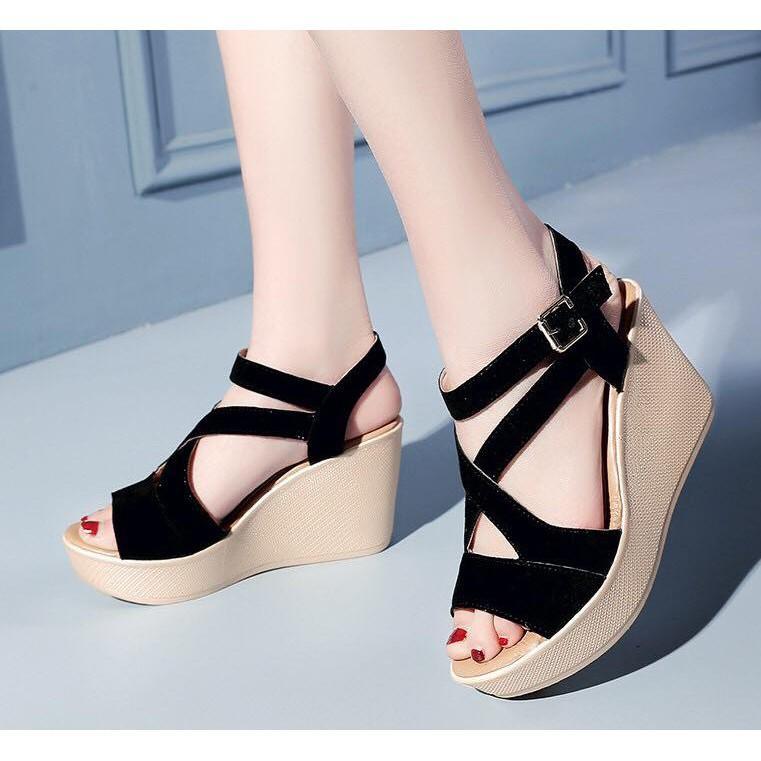 Giày cao gót quai đen