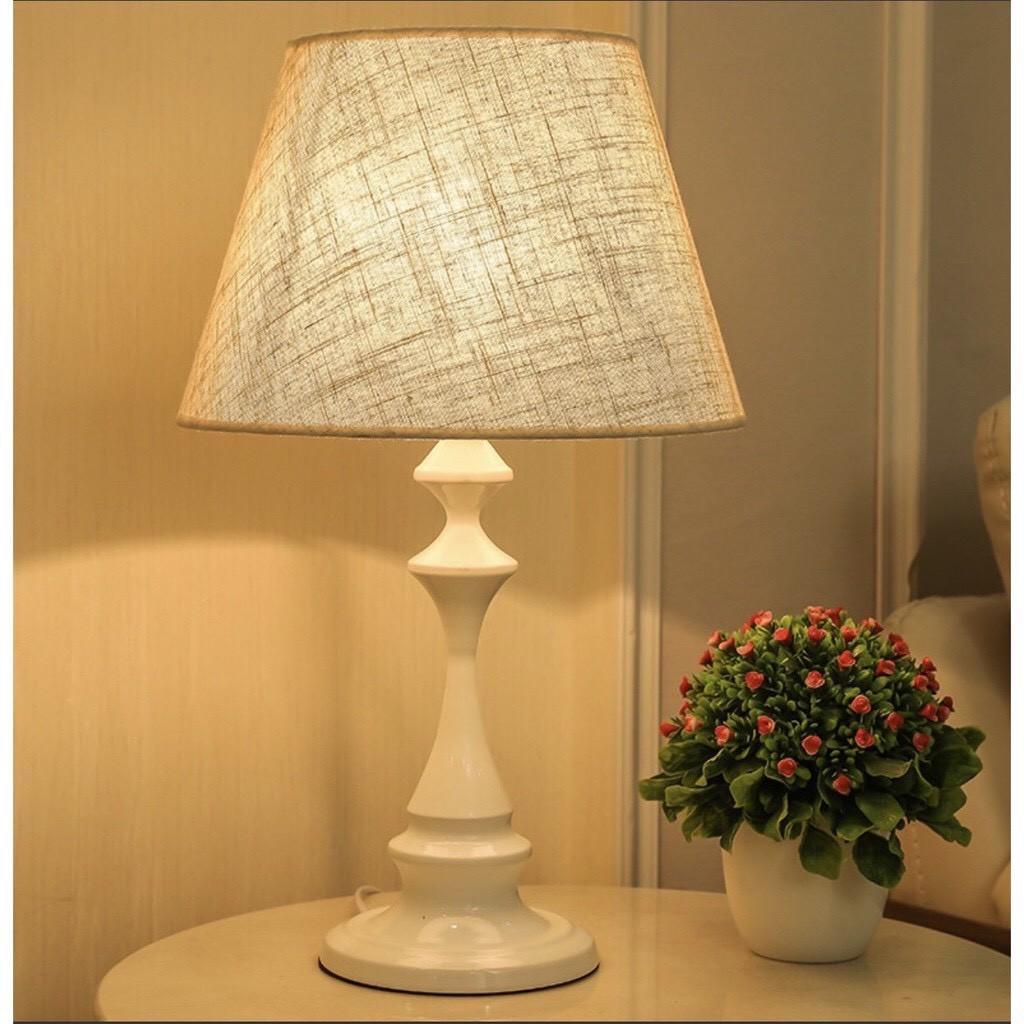 Đèn ngủ để bàn trang trí phòng ngủ kiểu dáng Bắc Âu D1709 (Có tăng giảm độ sáng - tặng kèm bóng) - CÓ SẴN