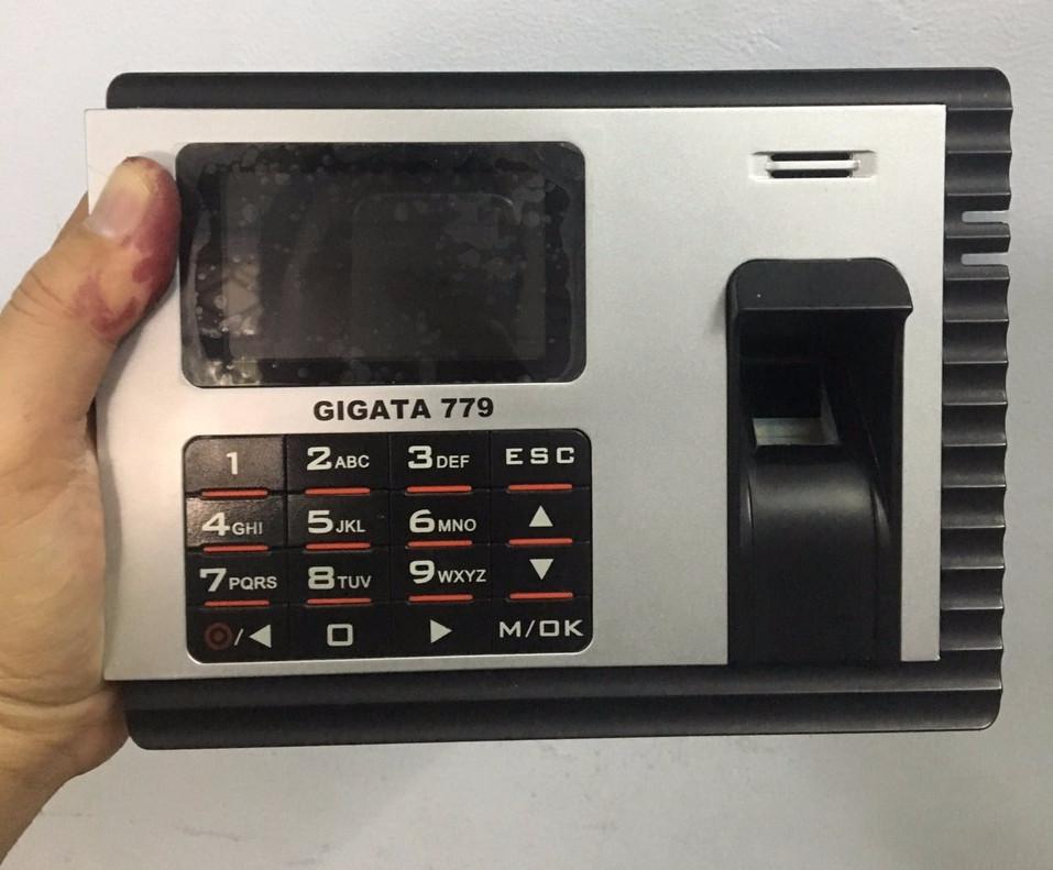 Máy chấm công vân tay và thẻ có pin lưu điện 8h GIGATA 779 - Hàng Nhập Khẩu