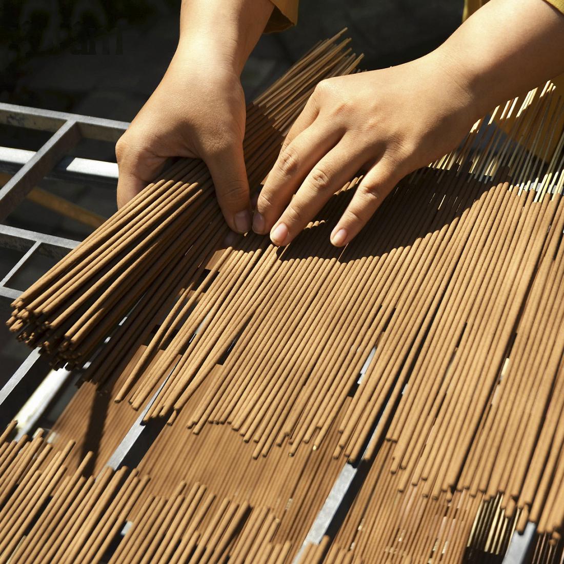 Nhang Sen Thuần Khiết (Hương Sen) Liên Tâm 38cm 90 cây - Ít khói, dịu nhẹ, 100% Đài sen thiên nhiên