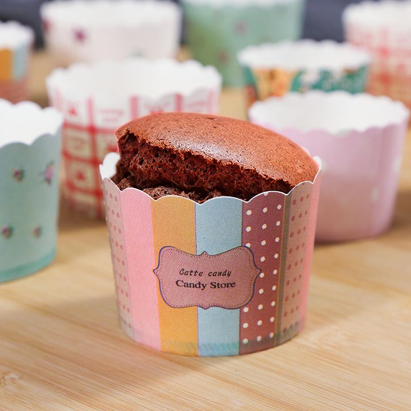 Bộ 50 Khuôn giấy chiụ nhiệt,Chén Giấy lót bánh cupcake cứng mầu sắc ngẫu nhiên