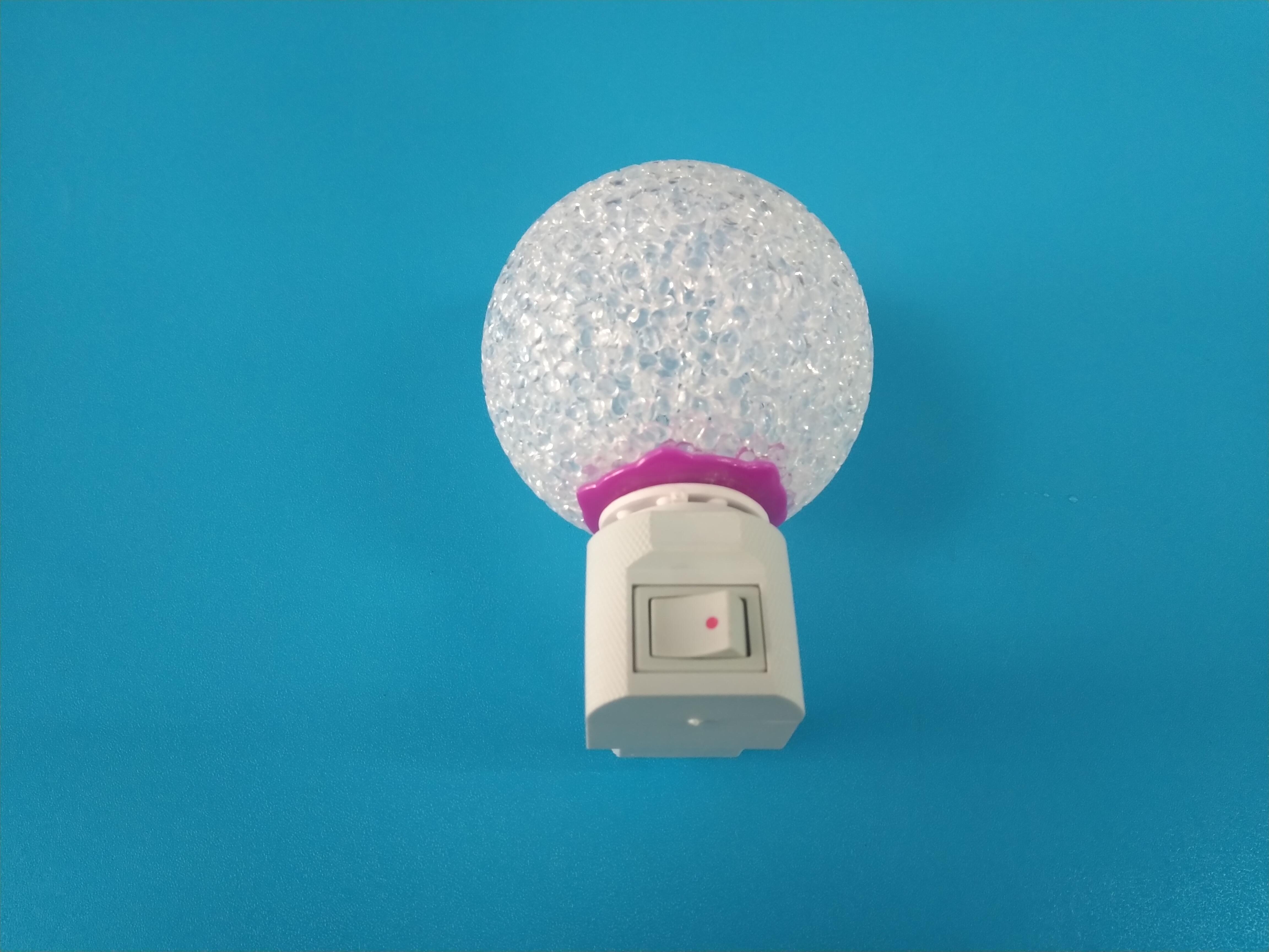 Đèn ngủ hình quả cầu tự động đổi màu