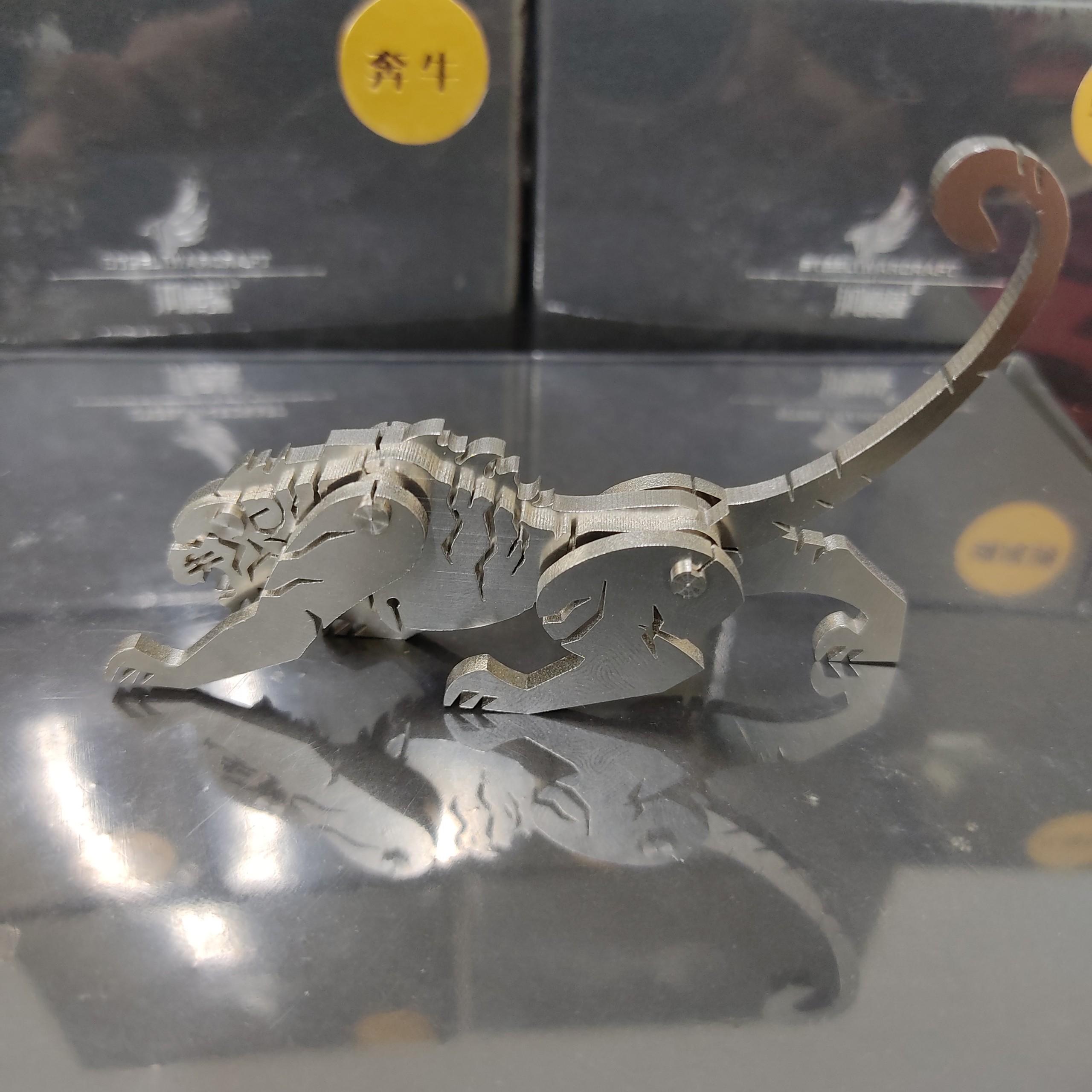 Mô hình báo thần lắp ghép trang trí cao cấp, chất liệu kim loại dày dặn