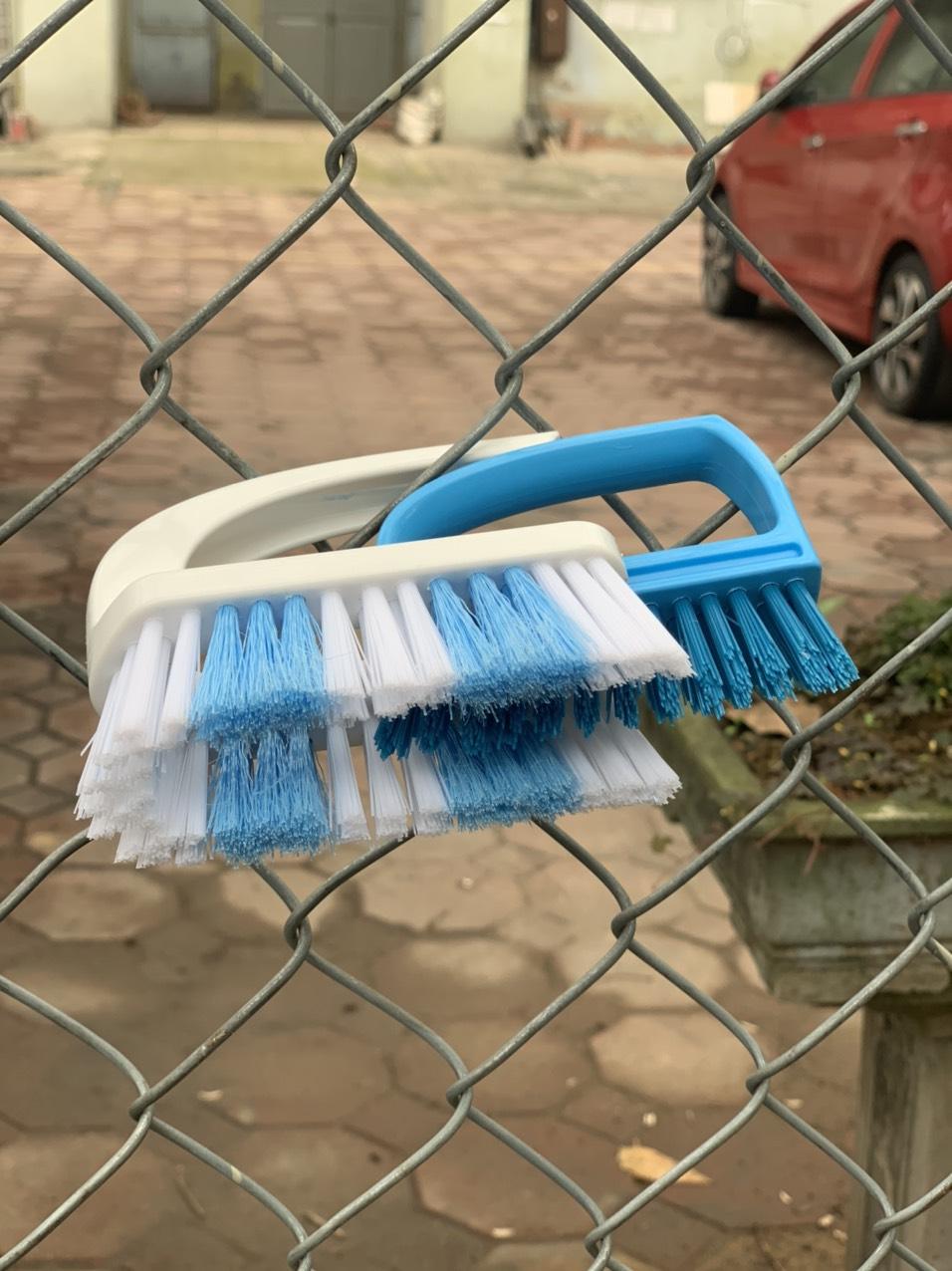 Bàn chải giặt quần áo có quai cầm tiện dụng - Nội địa Nhật Bản