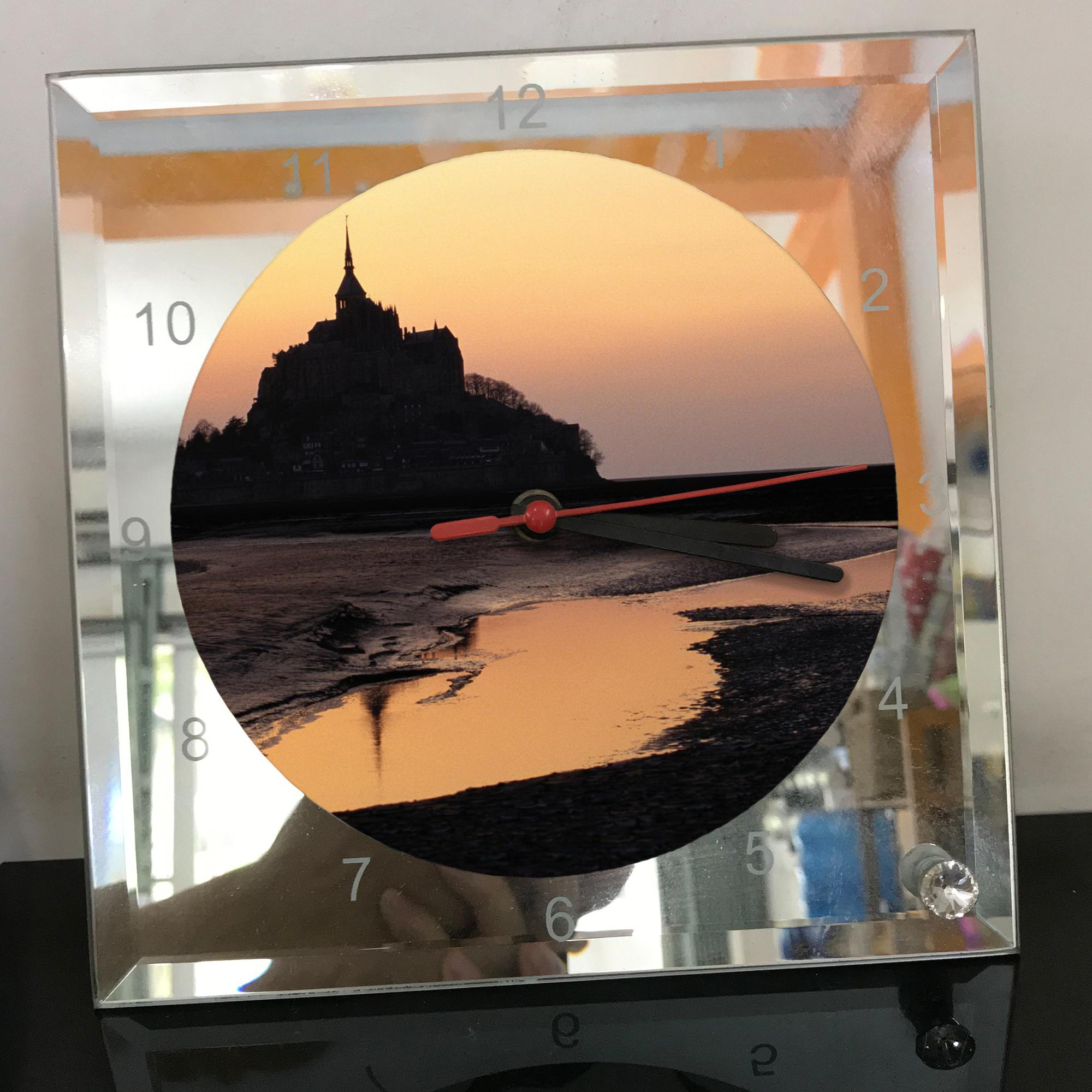 Đồng hồ thủy tinh vuông 20x20 in hình tu viện Mont Saint-Michel (47) . Đồng hồ thủy tinh để bàn trang trí đẹp chủ đề tôn giáo
