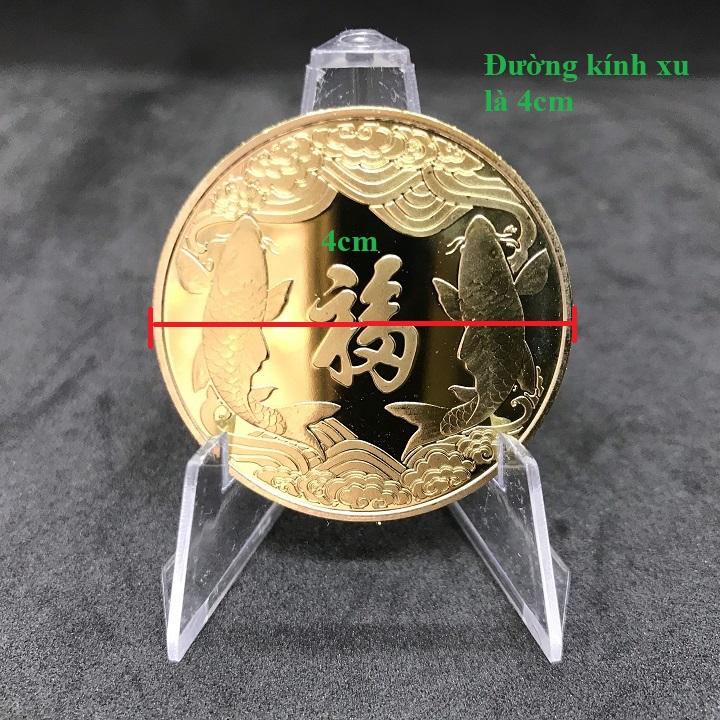 Combo 5 xu Thần Tài màu vàng Cá Chép tặng kèm túi gấm (giao màu ngẫu nhiên), dùng để trang trí nhà cửa, xỏ lỗ đeo dây hoặc bỏ vào túi mang theo - TMT Collection - SP005130
