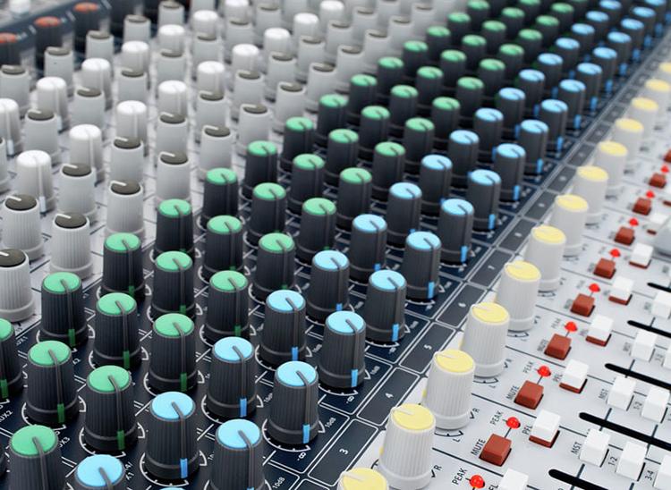 Bộ Trộn Âm Thanh Soundcraft Signature 22-EU-Mixing - Hàng Chính Hãng